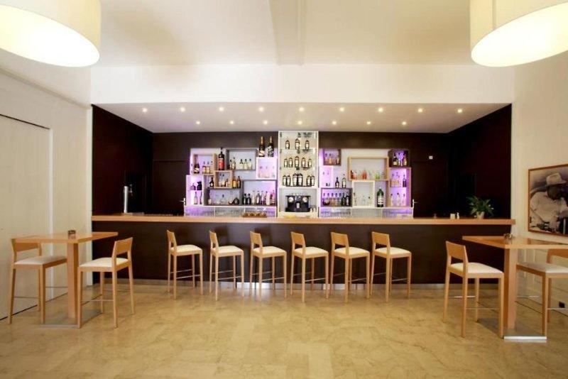 Helios Hotel & App. Bar