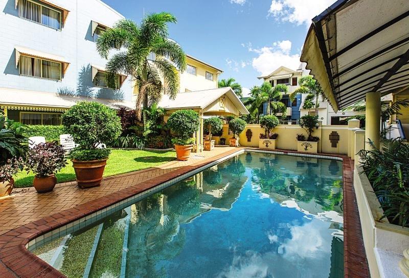 Cairns Queens Court Pool