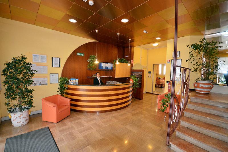 Pineda Aparthotel Lounge/Empfang