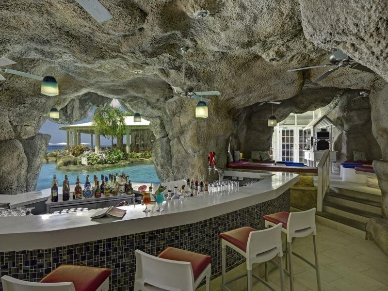 Crystal Cove by Elegant Hotels Bar
