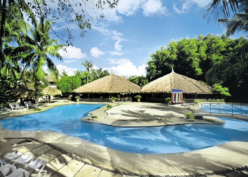 Maribago Bluewater Beach Resort Pool