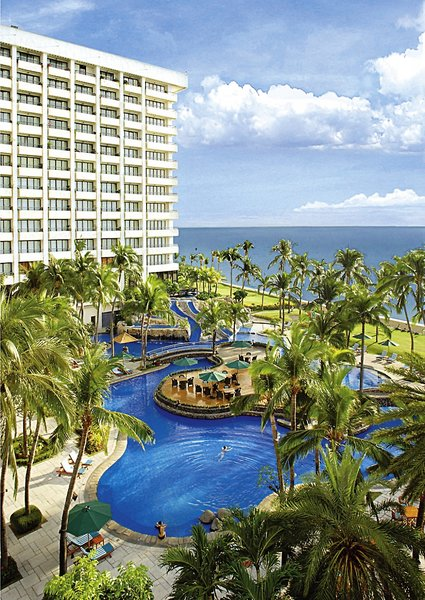 Sofitel Philippine Plaza Pool