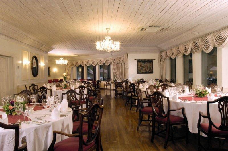 Colony Club by Elegant Hotels Restaurant