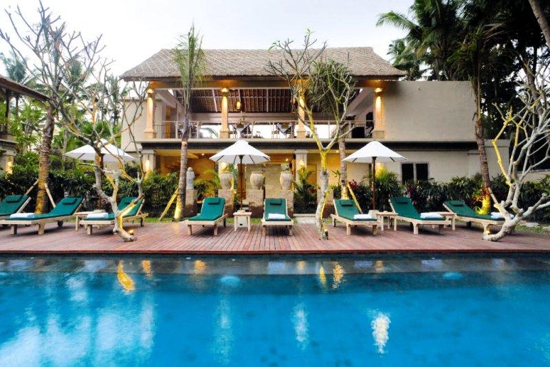Puri Sunia Resort Außenaufnahme