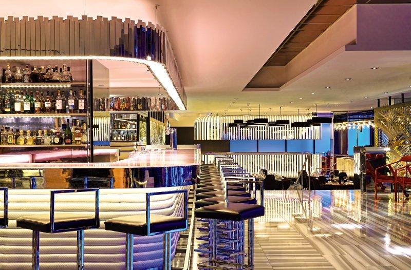 W Chicago Lakeshore Bar