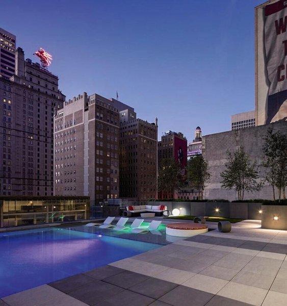 Hilton Garden Inn Downtown Dallas Pool