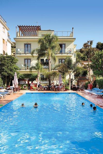 Comfort Hotel Gardenia Sorrento Coast Pool