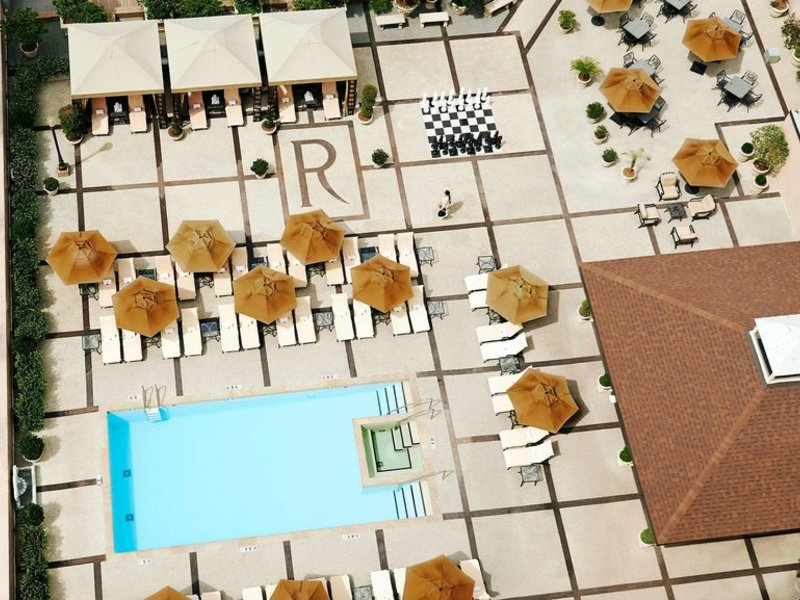 The Roosevelt New Orleans Pool